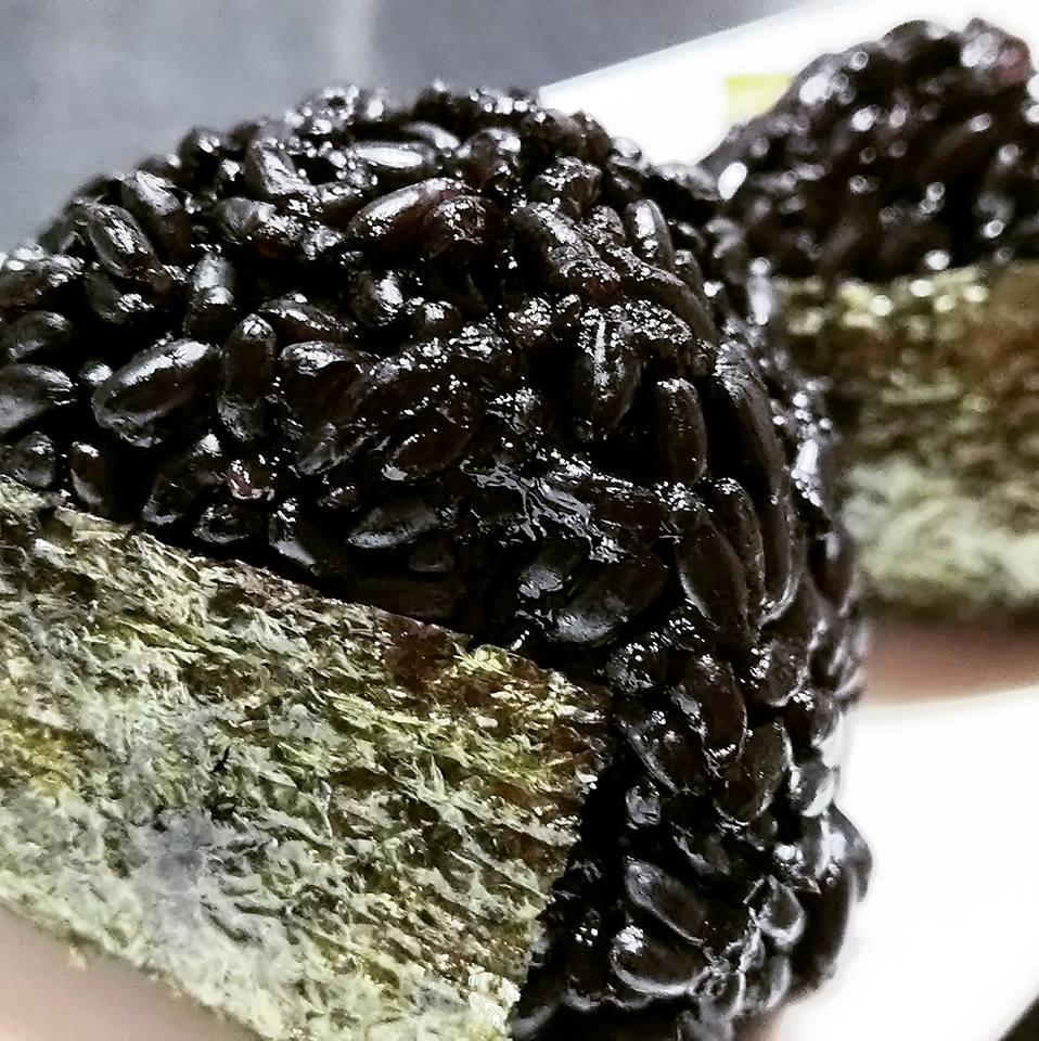 黒米おむすび
